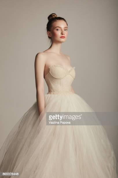 beautiful young girl in gown - robe de mariée photos et images de collection