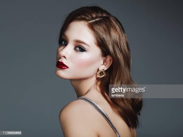 美しい少女 - アイライナー ストックフォトと画像
