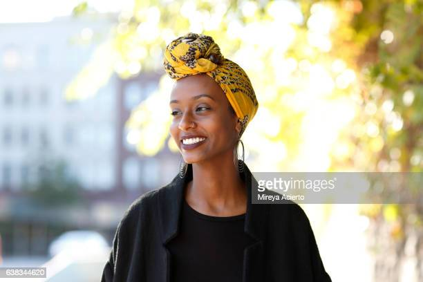 beautiful, young, happy muslim woman in urban setting - d'origine africaine photos et images de collection