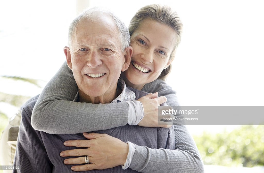 Beautiful young woman embracing her father : Stockfoto