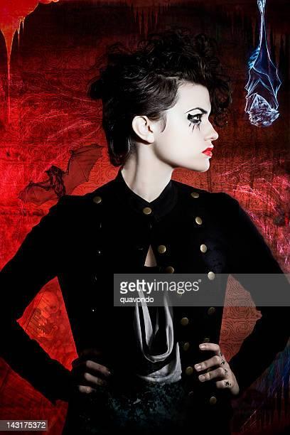 美しい若い女性モデルのファッションのゴシックのヘアスタイル、メイクアップ
