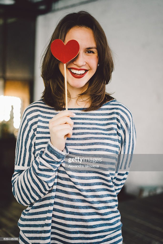 Beautiful young woman holding paper heart : Stock-Foto