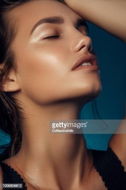 belle jeune femme - belle black photos et images de collection