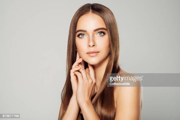 bela jovem - cabelo liso - fotografias e filmes do acervo