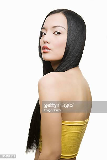 3 734 Female Fashion Model Looking Over Shoulder Photos And Premium High Res Pictures Getty Images
