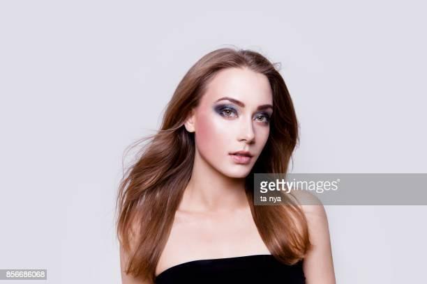 Schöne junge Frau Portrait Professional Make-up Smokey eyes