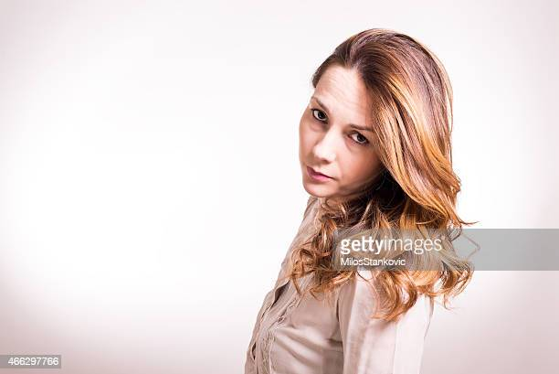 Schöne Junge Frau posieren im studio-shooting