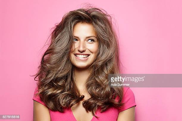 beautiful young woman with messy hair - langes haar stock-fotos und bilder