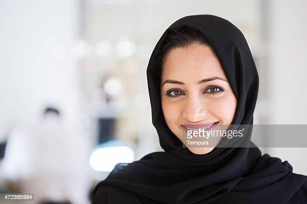 Beautifule femme moyen-orientale dans un Hijab.