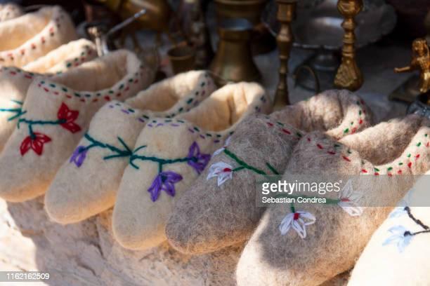beautifull slippers made of sheep wool,handmade, traditional bazaar in kruja town. kruje, albania - tirana stockfoto's en -beelden