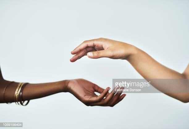 beautifully soft hands are within your reach - popolo di discendenza africana foto e immagini stock