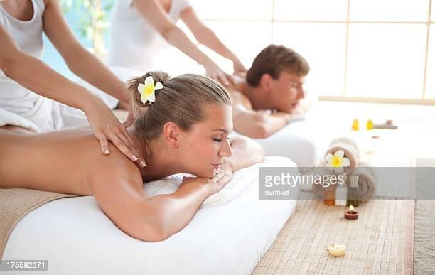 beauté et détendez-vous. - massage couple photos et images de collection