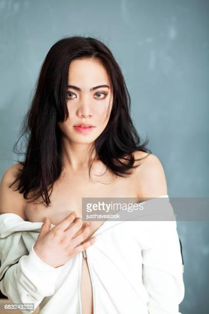 belleza y bienestar modelo transgénero - kathoey fotografías e imágenes de stock