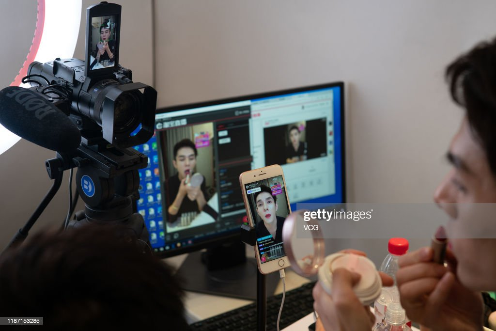'Lipstick Brother' Li Jiaqi Booms Through Livestreaming : News Photo