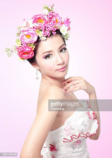 Beauty bride smile face with Professional Makeup