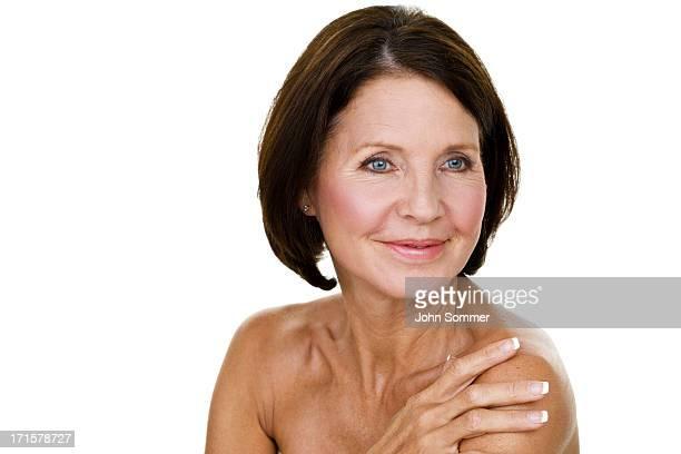 concept beauté - femme 50 ans brune photos et images de collection
