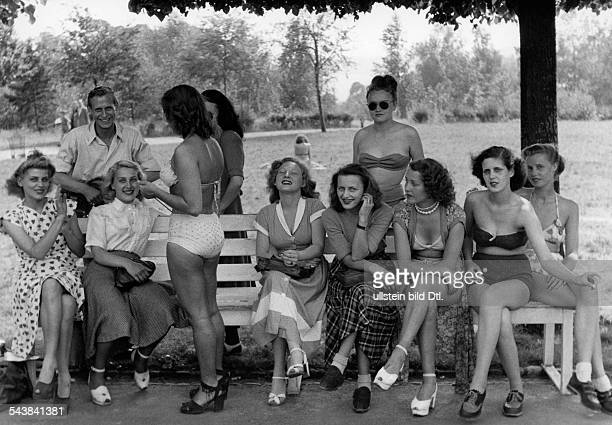 Beauty contest 'The Berliner summer queen' at Wannsee 25070108 Young women sitting on a bench in a park 1949 Photographer Seidenstuecker Published by...