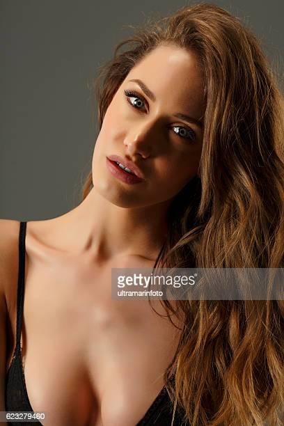 beauty  fashion portrait beautiful  young women brunette blue eyes - mulher fatal - fotografias e filmes do acervo