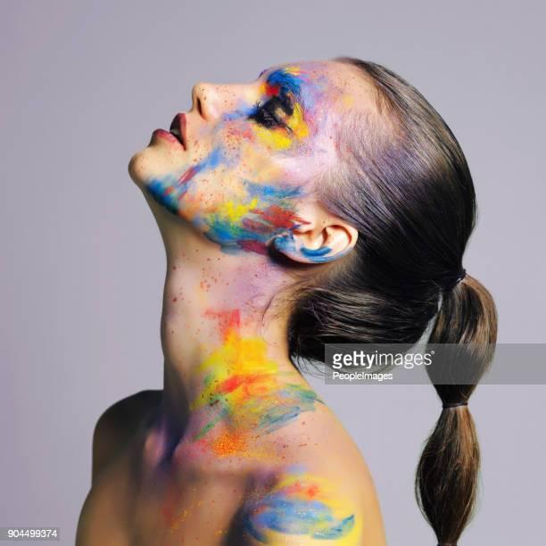 belleza en todo su espléndido color - pintura de cara fotografías e imágenes de stock