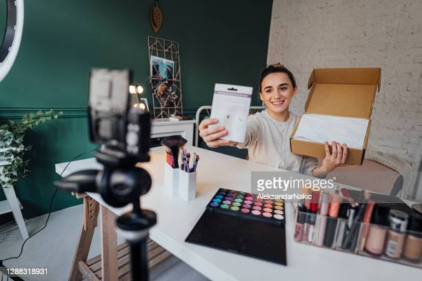 beauty influencer unboxing skincare products - unboxing stock pictures, royalty-free photos & images