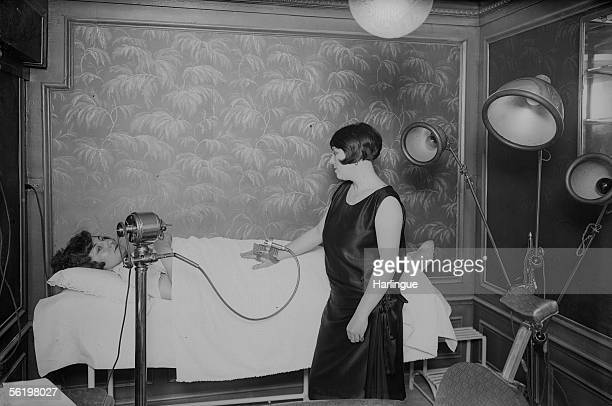Beauty institute of the Lido Vibromassage Paris about 1925