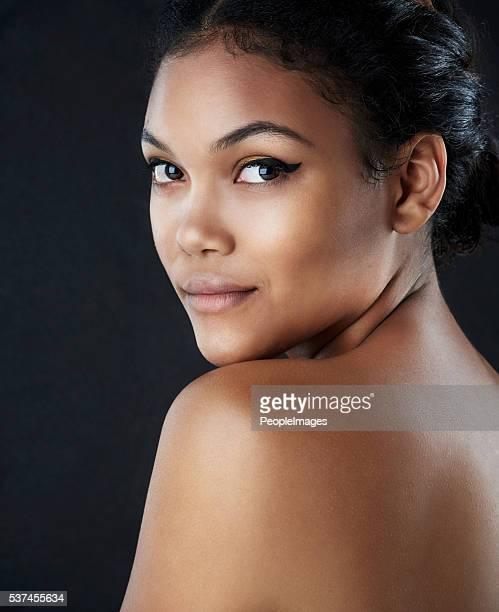 Confiance la beauté est appliquée directement sur la peau