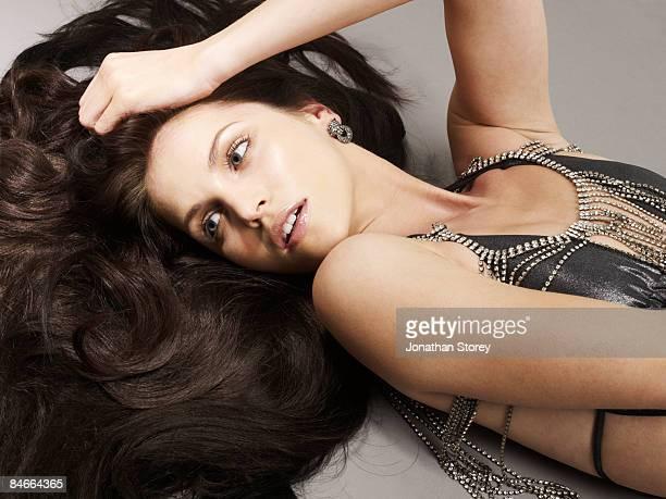 beauty lying hair shot - cabelo liso - fotografias e filmes do acervo