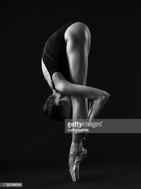 schoonheid van ballet - beeldmanipulatie stockfoto's en -beelden