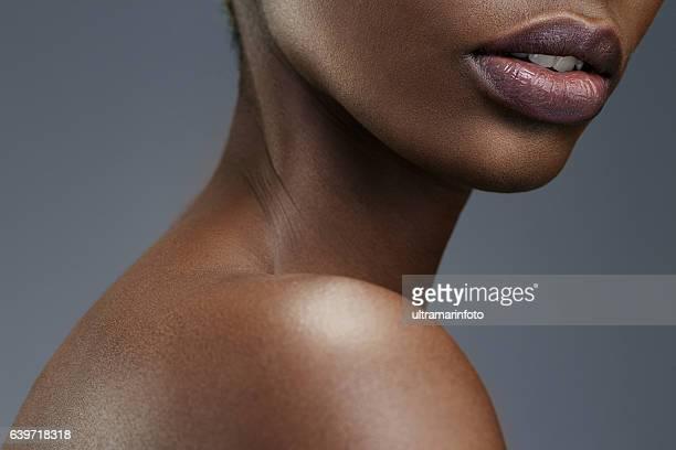 beauty portrait   lips  close up  beautiful african ethnicity  young women - chica adulta negra espalda desnuda fotografías e imágenes de stock