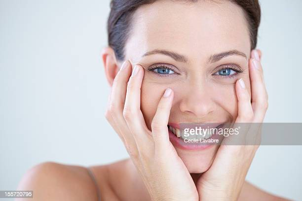 beauty portrait of a woman laughing - menschliches gesicht stock-fotos und bilder