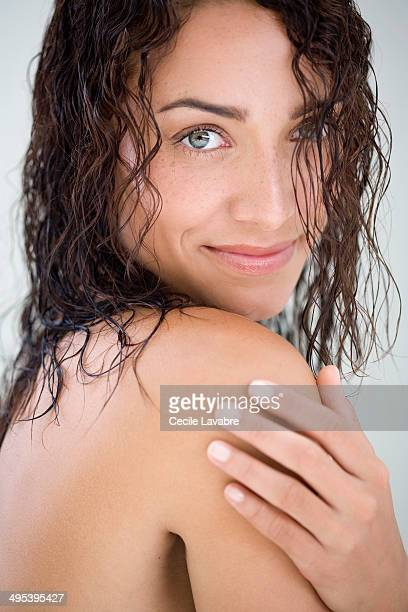 beauty portrait of woman with wet hair - beautiful bare breasted women stock pictures, royalty-free photos & images