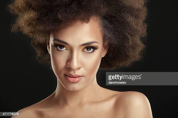 retrato de mujer joven belleza - chica adulta negra espalda desnuda fotografías e imágenes de stock
