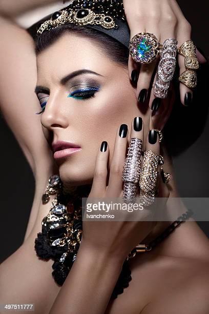 Retrato da beleza com bijou