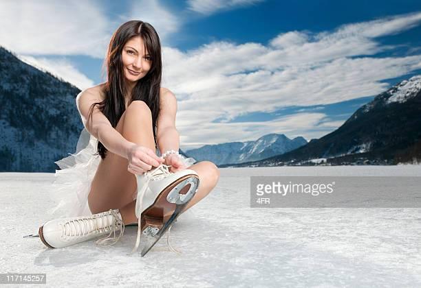 Belleza putting en su patines de hielo (XXXL