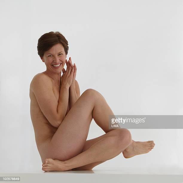 beauty shot of naked, mature woman - medelålders kvinnor naken bildbanksfoton och bilder