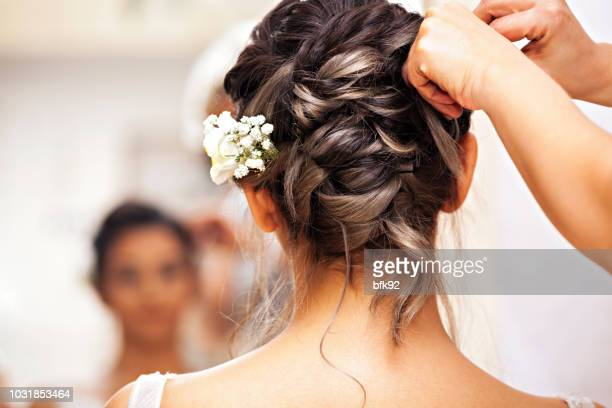 beauty time for bride. - matrimonio foto e immagini stock