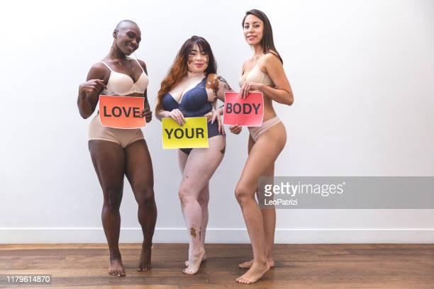 mulheres da beleza que amam seus corpos - melanina - fotografias e filmes do acervo