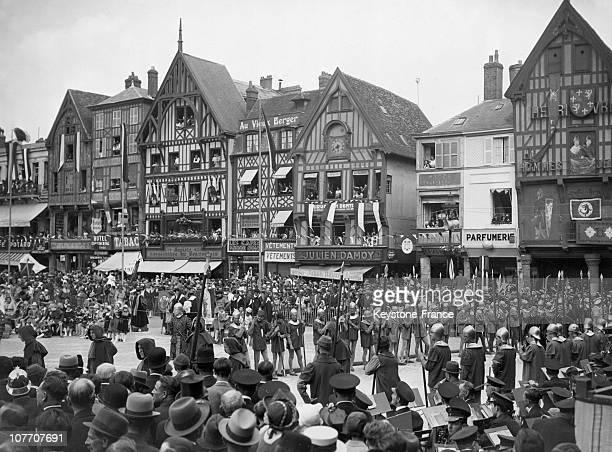 Beauvais Celebrated Their Heroine Jeanne Hachette She Defended The City Besieged By Charles The Bold In 1472 On June 25Th 1939