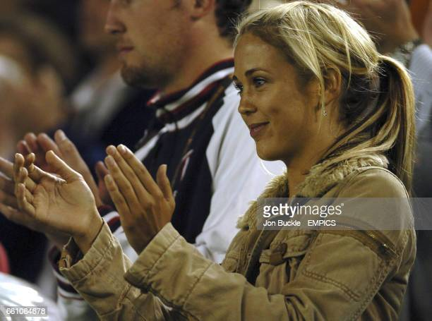 Bec Cartwright from Home and Away watches Lleyton Hewitt defeat Juan Ignacio Chela