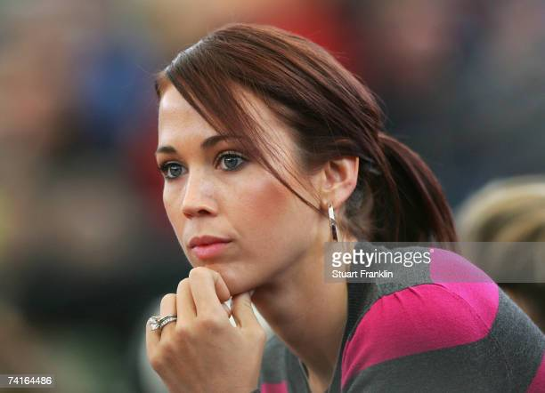 Bec Cartwright watches her husband Lleyton Hewitt of Australia during his match against Juan Ignacio Chela of Argentina during day three of the...