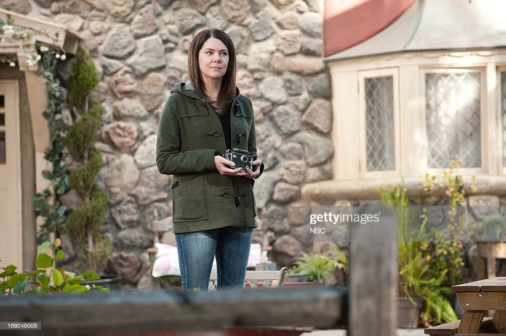 PARENTHOOD -- 'Because You're My Sister' Episode 415 -- Pictured: Lauren Graham as Sarah Braverman --