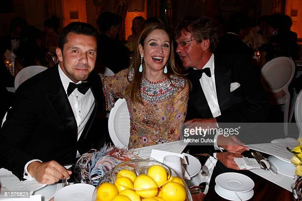 Becca Cason Thrash between Olivier Picasso and Prince Ernst Auguste of Hanover at a party to honour The American Friends of The Louvre on June 10...