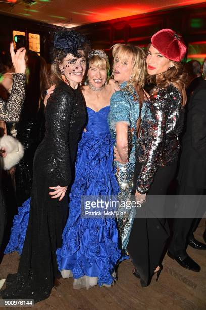 Becca Cason Thrash Jennifer Kennedy Elizabeth Pratt and Tracey Amon attend Julie Macklowe's 40th birthday Spectacular at La Goulue on December 19...