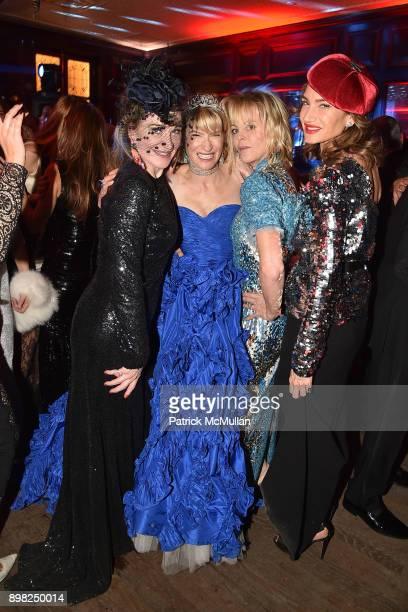Becca Cason Thrash Julie Macklowe Elizabeth Pratt and Tracey Amon attend Julie Macklowe's 40th birthday Spectacular at La Goulue on December 19 2017...