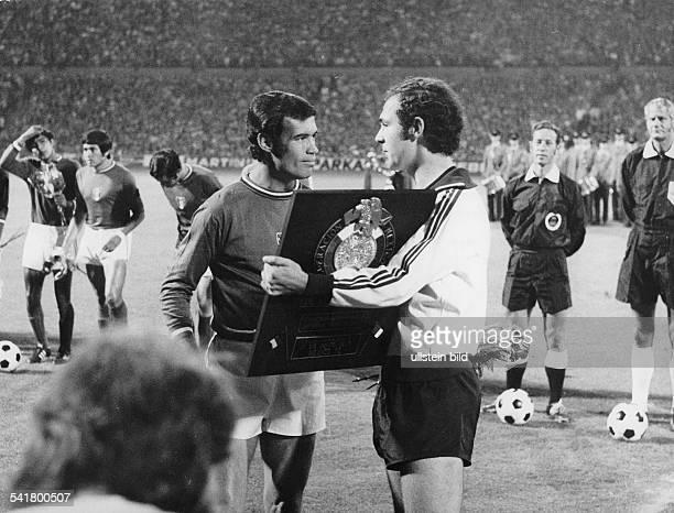 Beckenbauer Franz *Fussballspieler Trainer DMitglied der Nationalmannschaft 19651977Weltmeister 1974/ Europameister 1972 der Kapitaen der...
