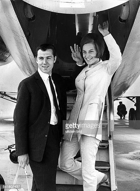 Beckenbauer Franz *Fussballspieler Trainer DMitglied der Nationalmannschaft 19651977Weltmeister 1974/ Europameister 1972 mit Ehefrau Brigitte 1967