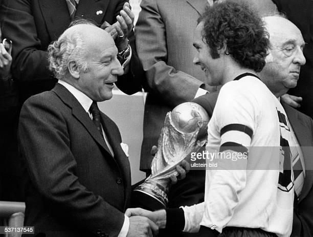 Beckenbauer, Franz , Fussballspieler , Trainer, D, Mitglied der Nationalmannschaft 1965-1977, Weltmeister 1974/ Europameister 1972, -...