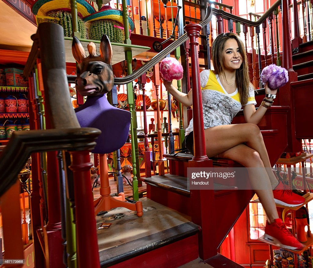 Becky G Visits Diagon Alley In The Wizarding World of Harry Potter At Universal Orlando