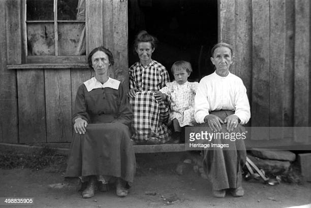 Becky Mitchell Burnsville Yancey County North Carolina USA 19161918 Photograph taken during Cecil Sharp's folk music collecting expedition British...