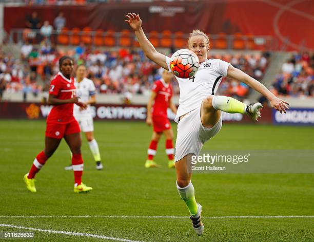 Becky Sauerbrunn of the United States in action during the first half of the game between the United States and Canada during the Championship final...